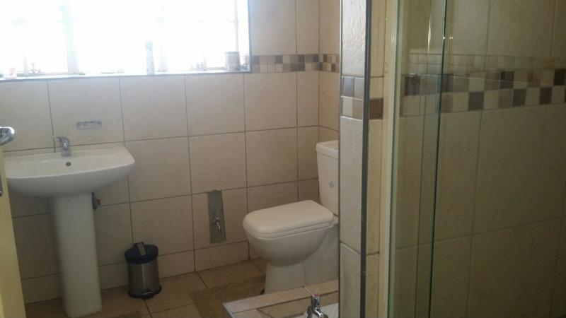 Property For Sale in Cyrildene, Johannesburg 10