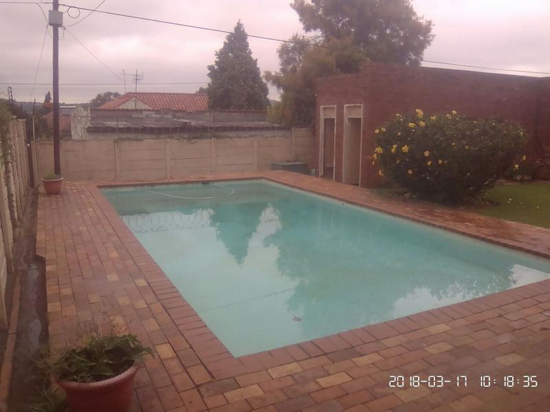 Property For Sale in Cyrildene, Johannesburg 16