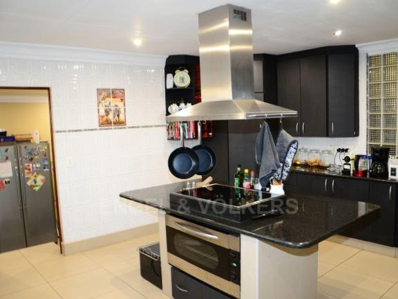 Property For Sale in Vorna Valley, Midrand 12