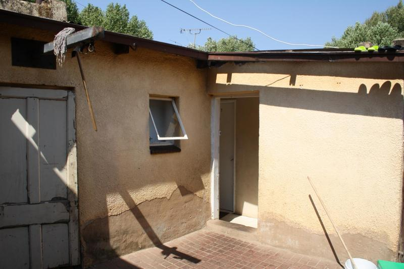 Property For Sale in Malvern, Johannesburg 9