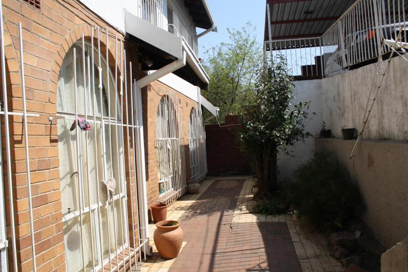 Property For Sale in Malvern, Johannesburg 8