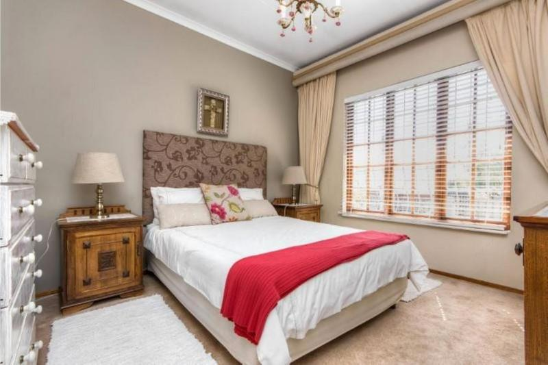 Property For Sale in Morninghill, Bedfordview 11
