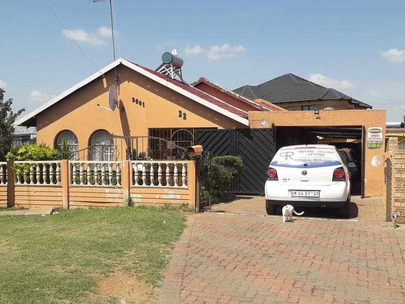 Property For Sale in Lenasia Ext 2, Johannesburg 9