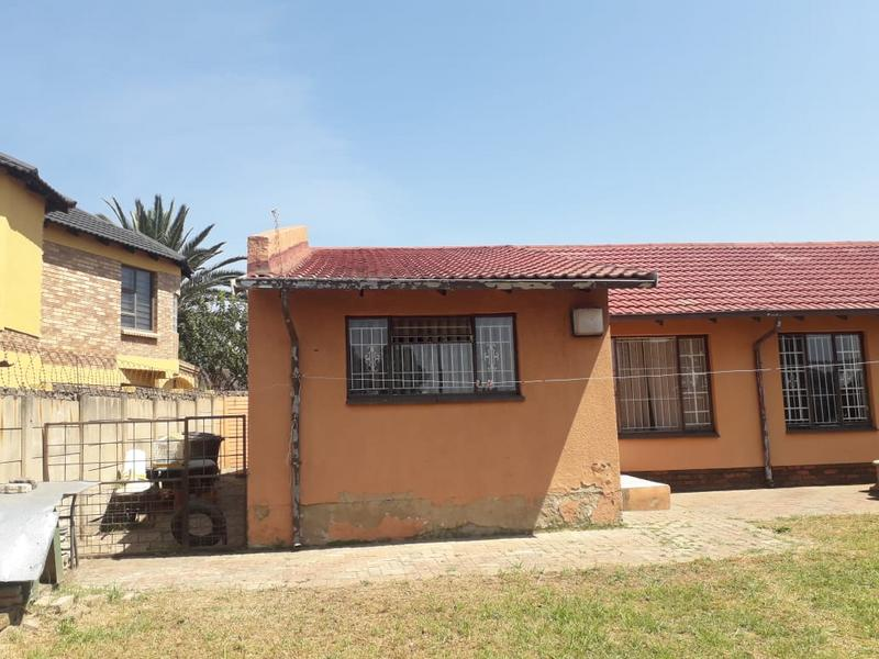 Property For Sale in Lenasia Ext 2, Johannesburg 10