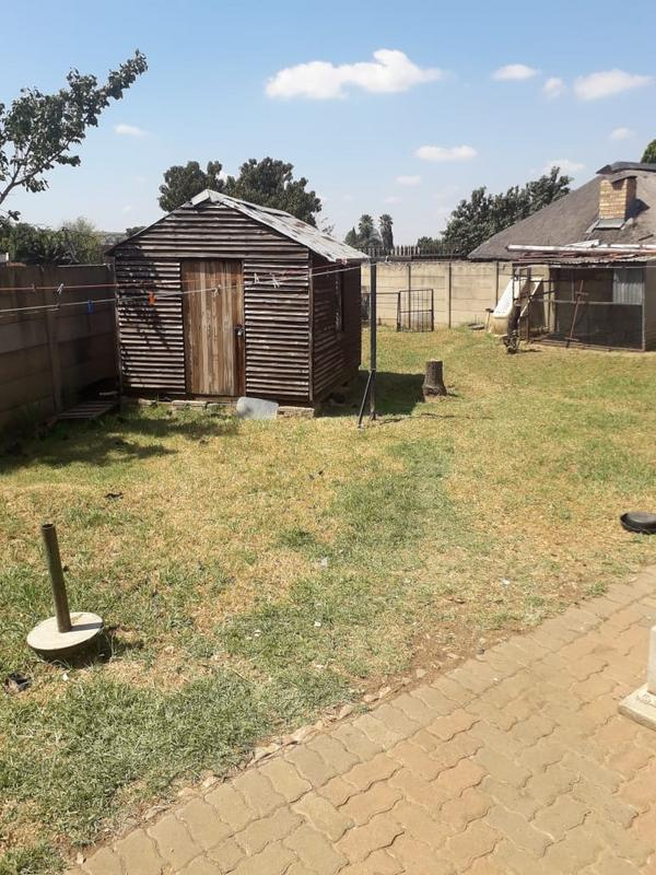 Property For Sale in Lenasia Ext 2, Johannesburg 11