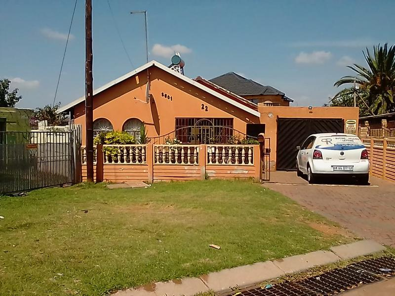 Property For Sale in Lenasia Ext 2, Johannesburg 12