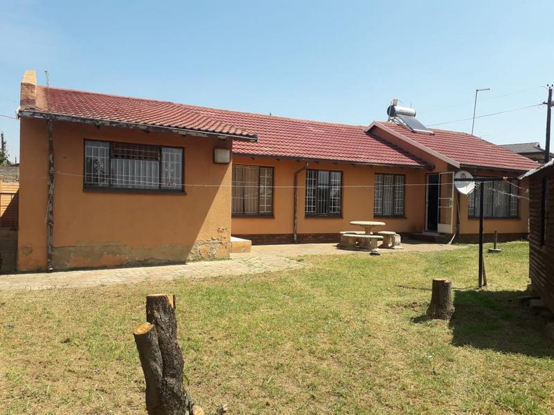 Property For Sale in Lenasia Ext 2, Johannesburg 13