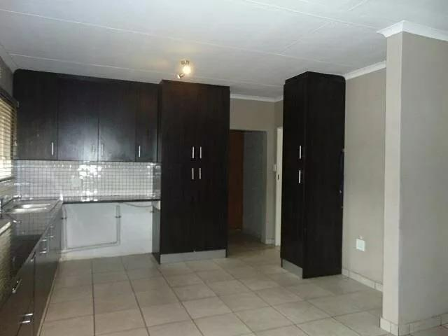 Property For Sale in Tembisa, Tembisa 9