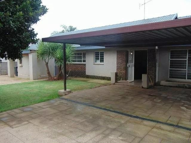 Property For Sale in Tembisa, Tembisa 12